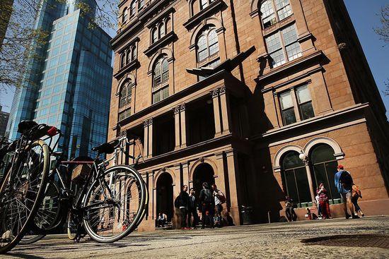 美国曼哈顿私立大学柯柏联盟学院(Cooper Union)校舍。来自:Spencer Platt/GETTY