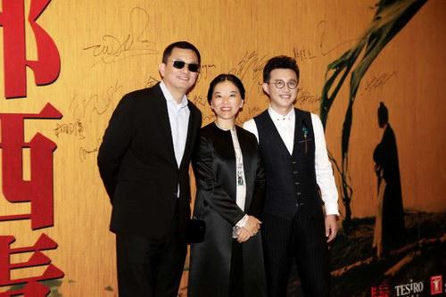 著名导演王家卫夫妇和通灵珠宝CEO沈东军(右一)在音乐会现场