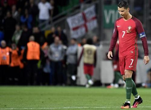 葡萄牙遭冰岛逼平,C罗表情无奈