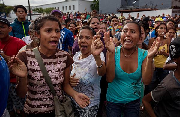 当地时间2016年6月14日,委内瑞拉加拉加斯,民众街头抗议粮食和药物短缺。 东方IC 图