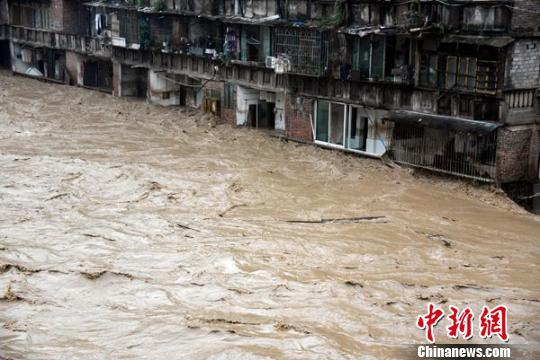 叙永县城定水桥前的洪水。 苏忠国 摄 苏忠国 摄