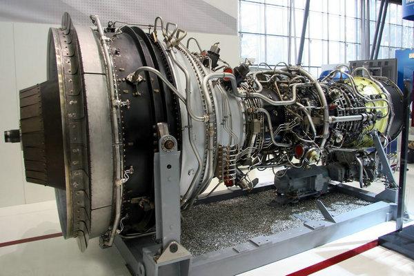 观察者网军事评论员认为,按照罗戈津的说法,俄罗斯的新型发动机推力将达到其现有PS-90发动机的两倍,按照俄媒的说法, 该型发动机应该与波音787所采用的通用电气GEnx-1B或劳斯莱斯Trent 1000类似。图为