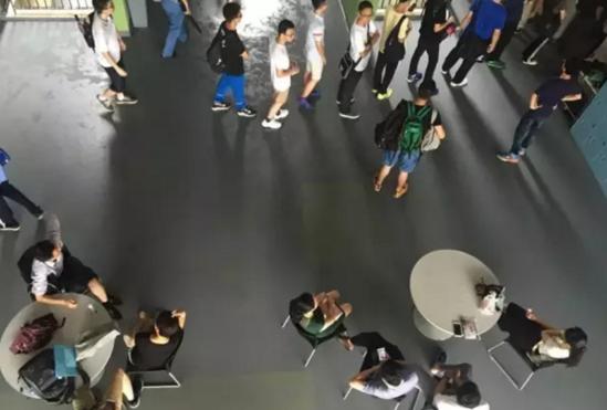 今年的高考考生参加南科大举办的面试。