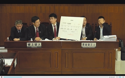 昨日,广东高院庭审现场,被上诉人方(深圳市监局)和第三人方(腾讯公司)驳斥快播律师说法。广东法院网庭审直播截图