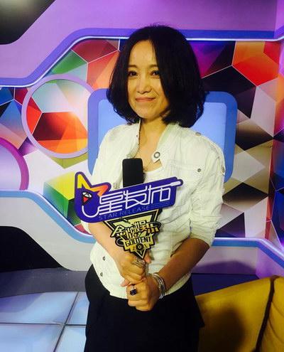 """斯琴格日乐蒙语歌_斯琴格日乐做客星发布 透露现在好""""空旷""""-搜狐音乐"""