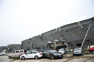 阜宁县开发区一电子科技公司受灾现场。 A06-A07版图片 新华社