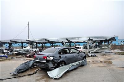江苏省阜宁县开发区一电子科技公司受灾现场。