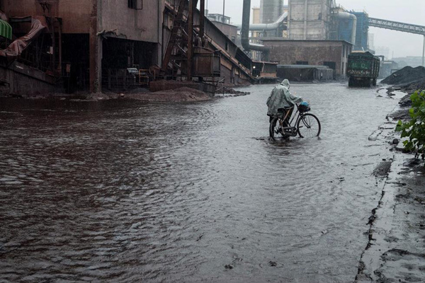 无论什么样子的天气,只要货场有货就得去干,否则以后就不会再被雇佣了。