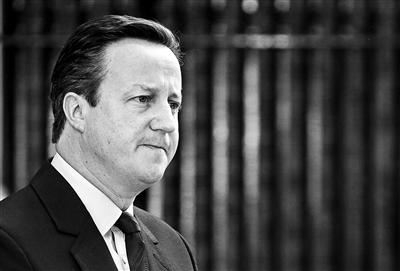 """外面边时间24日上半天,英国推选委员会首座计票官珍妮·沃森在曼彻斯特市政厅发表发出产,微少半开票者顶持英国""""脱欧""""。英国首相卡梅伦当天发表发出产将辞去首相职政。"""
