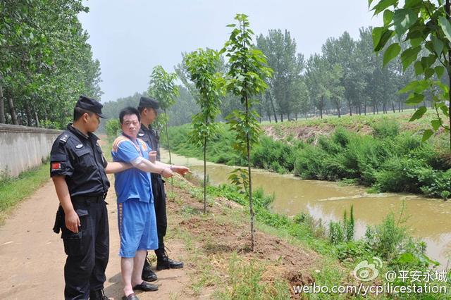 6月24日,王某指认抛扔凶器现场