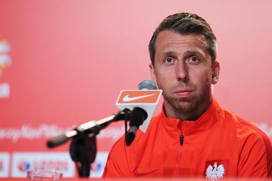 波兰球员瓦夫日尼亚克力挺莱万