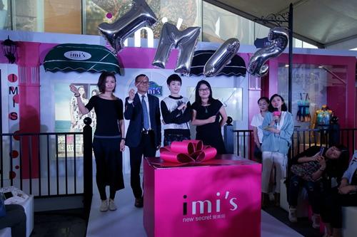 IMIS爱美丽POP-UP精品概念店正式启动 左起为:艺术家孙东旭女士、武汉群光广场副总裁蔡再添先生、爱美丽CEO孙薇女士