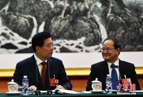 资料图:强卫(左)、鹿心社(右)。中新社记者 安源 摄