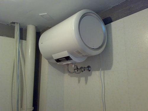 使用及安装 电热水器安全常识常备心中,电热水器能安装在浴室外吗,