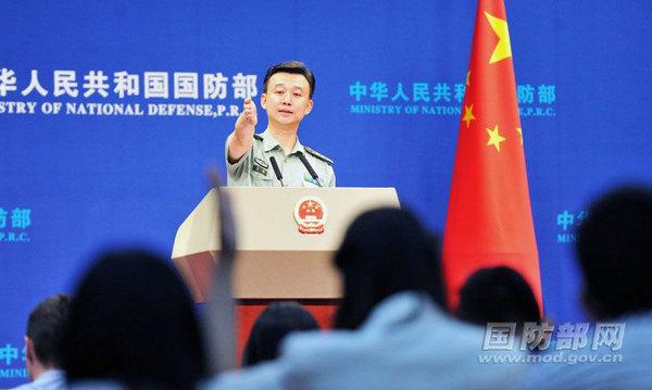 国防部新闻局副局长、国防部新闻发言人吴谦上校答记者问。