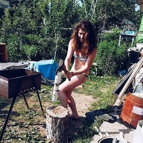 这个国家美女如云,最近竟然开始裸体上班了