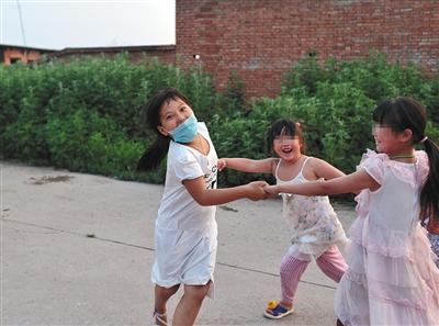 一宁逐日最高兴的那是小搭档下学后陪她游玩。
