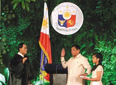 当地时间6月30日,菲律宾马尼拉,菲律宾新总统罗德里戈・杜特尔特在总统府宣誓就职,成为菲律宾第16任总统。