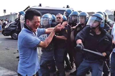 29日,意大利佛罗伦萨发生警方与华人冲突。目击者供图