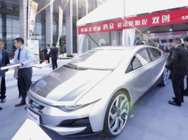 """""""2015年10月19日汉能发布的全太阳能动力概念车"""""""