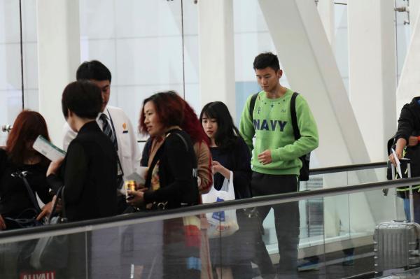 2016年04月11日,广州,宁泽涛出如今广州白云机场 。 视觉国家 材料