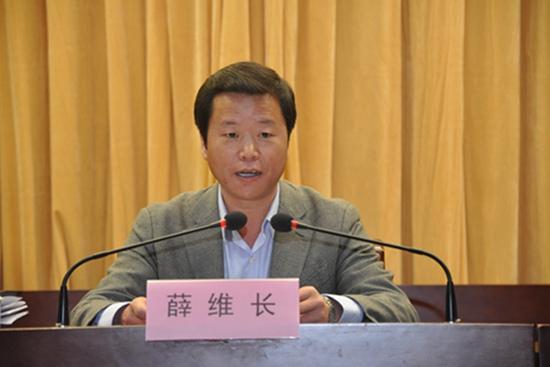 新疆伊犁州察布查尔锡伯自治县县委书记薛维长。