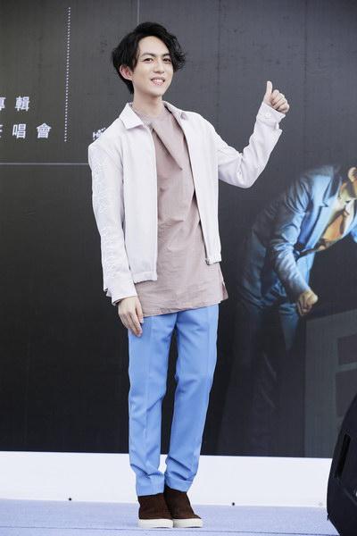 林宥嘉台北签唱受封三冠王