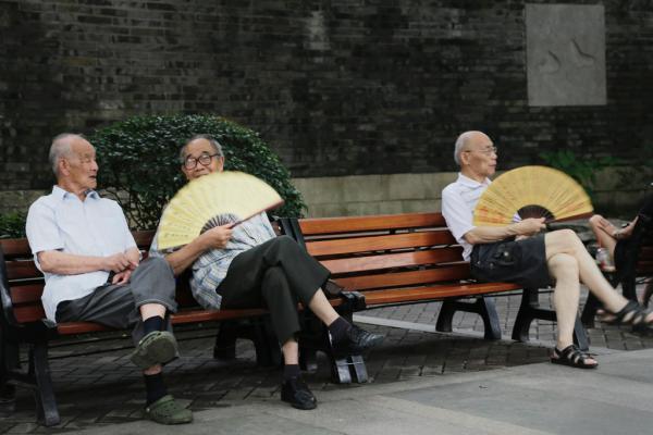 上海人口老龄化比例将超日本 2050年或达44.5
