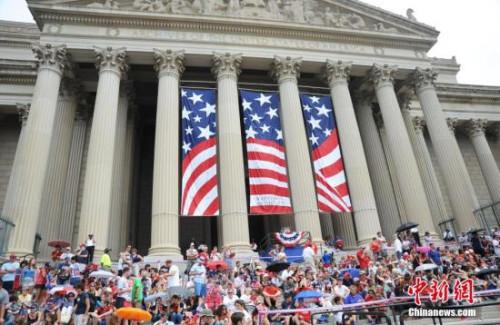 """资料图:美国民众庆祝""""独立日""""。"""