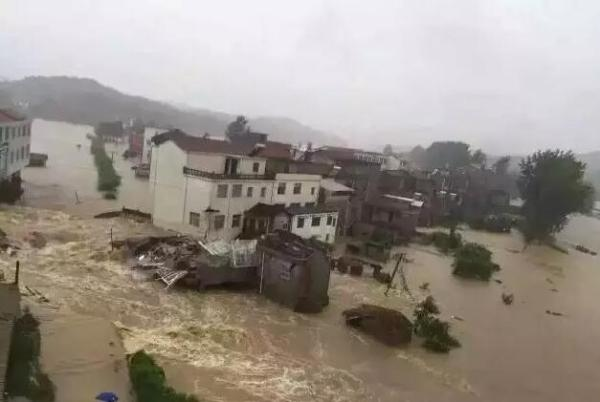 湖北黄冈遭逢大暴雨攻击。图像来自收集