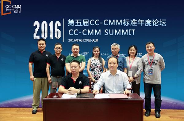 cc-cmm国际标准组织主席赵溪和顺丰速运呼叫中心管理部负责人肖冬军代图片