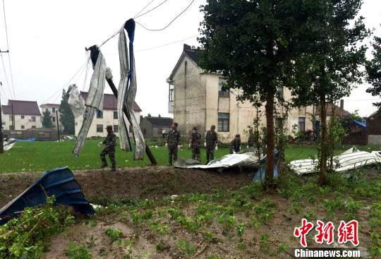 江苏省南通如东遭大风袭击 155户农户受损(组图)