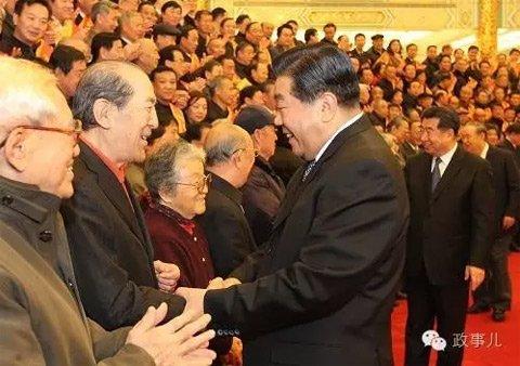 图为2010年,时任中央政治局常委、全国政协主席贾庆林出席中国老区建设促进会成立20周年总结表彰大会。