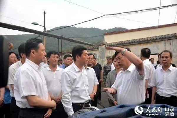 省委书记骆惠宁、省长李小鹏在沁和能源集团中村煤业公司透水事故现场,指导抢险救援工作