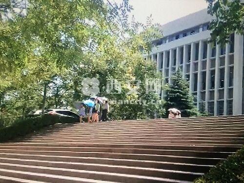 女大学生宿舍内上吊自杀 西安财经学院澄清原因