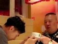 《搜狐视频综艺饭片花》最帅快递小哥引迷妹舔屏 欧弟下跪拜郭德纲为师