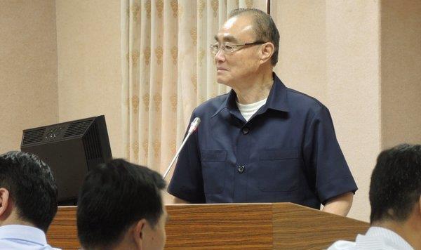 """台防务部门负责人冯世宽""""立法院""""内""""霸气""""答询。"""