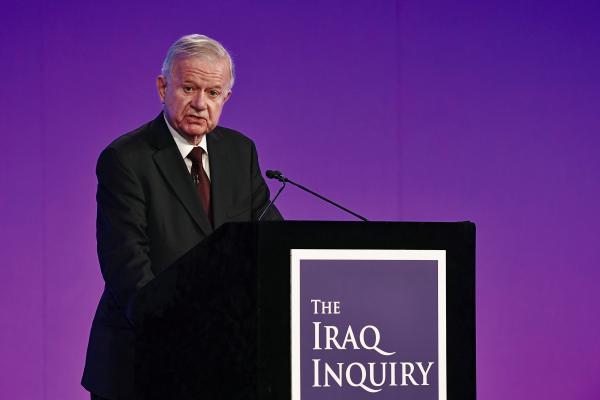 本地时刻2016年7月7日,英国伦敦,《伊拉克和平查询报告》考察担任人约翰·齐尔考彪炳现陈述