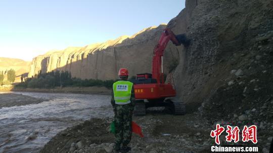 90台(套)装备从叶城县和西藏阿里两个方向赶赴救援