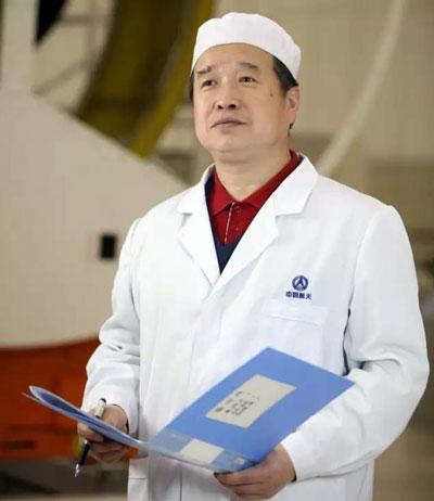 崔蕴,1961年出生,1982年参加工作,航天科技集团一院211厂总装事业部总体装配工,特级技师