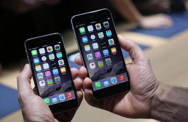 """华为、三星、小米被苹果""""选中""""可以加入苹果以旧换新计划。自去年4月起苹果在国内推出了以旧换新服务,现在这项服务已经得到升级。根据苹果官网上的最新显示,华为,三星和小米这三种智能手机也参与到以旧换新计划。"""