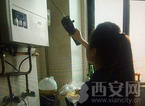 """天然气公司检测人员""""现在都在家里安装了天然气报警器。但是这个报警器不光是对天然气气体敏感,像是醪糟、榴莲、风油精等刺激性气味的气体,都会发出报警。"""""""