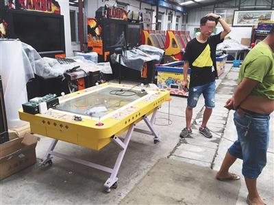 位于西五环园博园附近的赌博机厂家,院内摆满了各种捕鱼机。