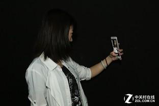 手机屏幕神器OPPOR9自拍补光帮你忙-搜狐数华为暗光6怎么插电话卡图片