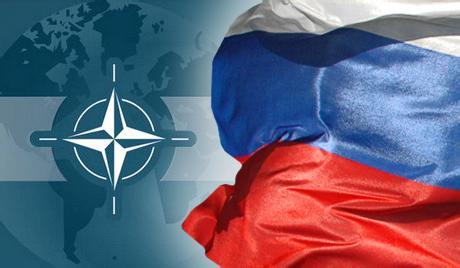 """北约与俄罗斯的军事对抗符合美国的战略利益。利用俄罗斯来牵制欧洲,让美国在欧洲事务中处于有利的地位。国际关系学院公共管理系副教授储殷表示,""""随着欧盟扩大,欧洲对美国表现出更多的独立性。美国要求北约国家增加防务经费比例,本质上是鼓励其对抗俄罗斯。当欧洲面临外部安全威胁越大时,对美国的军事依赖就越严重。"""""""