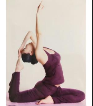 国际级瑜伽导师从事瑜伽教学工作15年,大宁瑜伽担任瑜伽主教练、瑜伽私人教练、瑜伽教练导师。