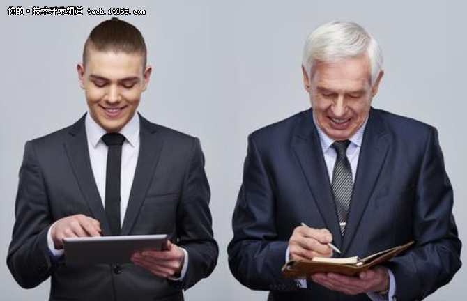报告中,IDG指出了新老IT技术人员对数据驱动项目价值的不同看法。年轻人对新技术的接受度和适应性都特别高,认为原先的技术一定会被新技术取代。而年龄较大的员工,在他们的职业生涯中已经见识过了很多变革性的技术,反应相对淡定。这可能是因为老技术人员处世更为老练,已经过了对新技术热烈追捧的年龄,不愿再去预测一些特定的趋势。但是物联网和大数据分析的相关技术确实正在影响着企业的投资决策。