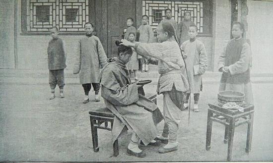 明恩溥《支那人的气质》(今译为《中国人的气质》)所展现的照片