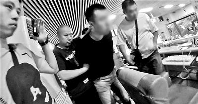 民警通过72小时蹲守将嫌犯抓捕归案 供图/田冬冬