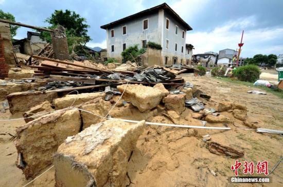 材料图:被损毁的修筑。 张斌 摄